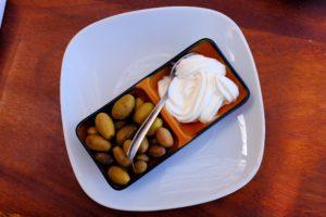 Oliven und Aioli