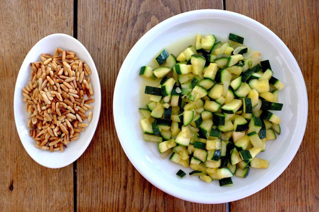 Fertige Pinienkerne & Zucchini