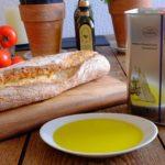 Brot und Olivenöl mit etwas Salz