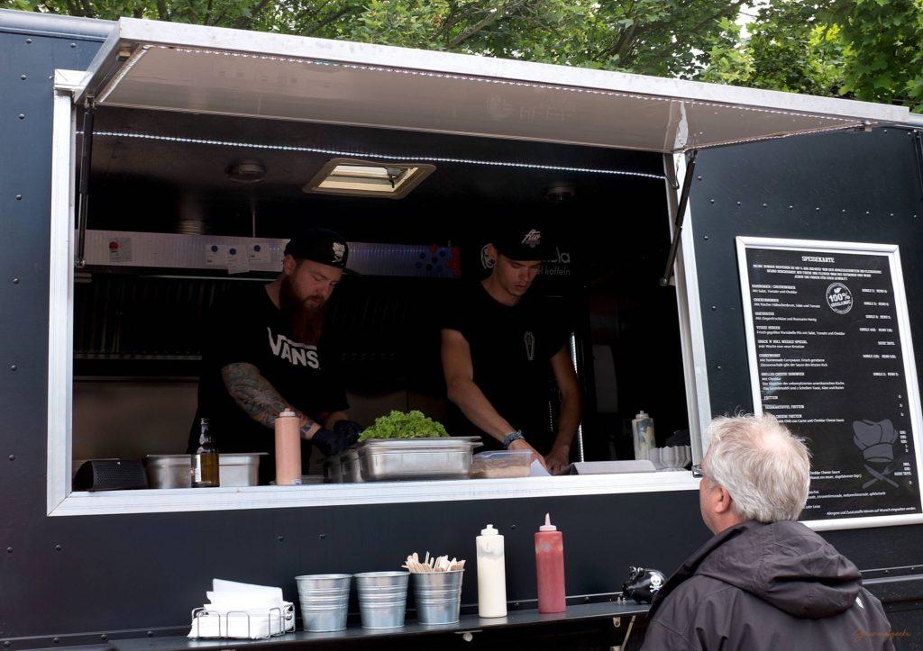 Snack 'n' Roll - Food Truck - Profis: schnelle, ruhige und gute Zubereitung