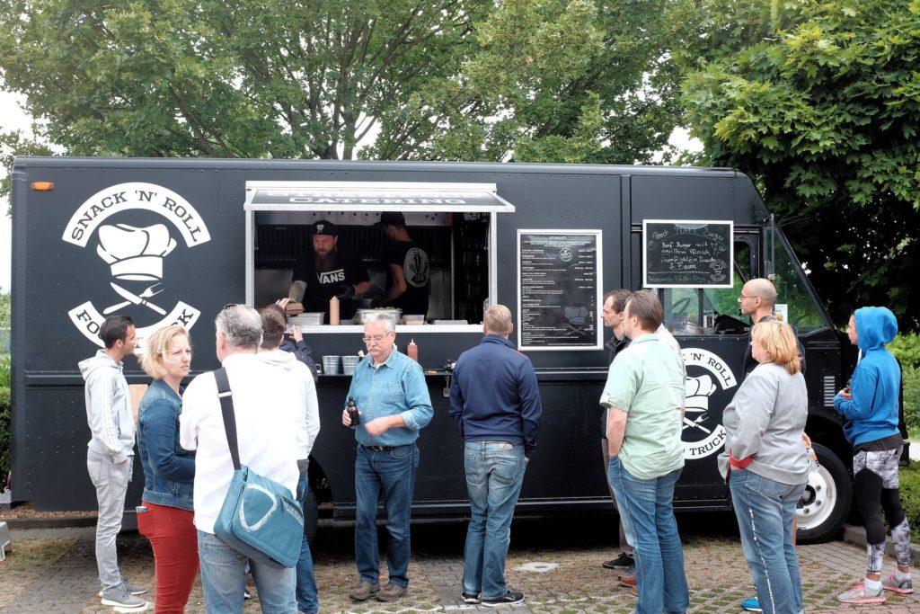Snack 'n' Roll - Food Truck - Anstehen und kurz warten am Food Truck