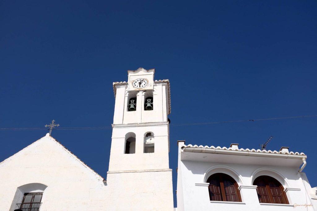 Blauer Himmel über der Kirche