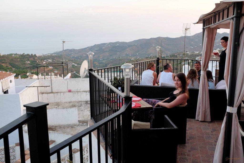 Terrasse mit Ausblick und Giulia