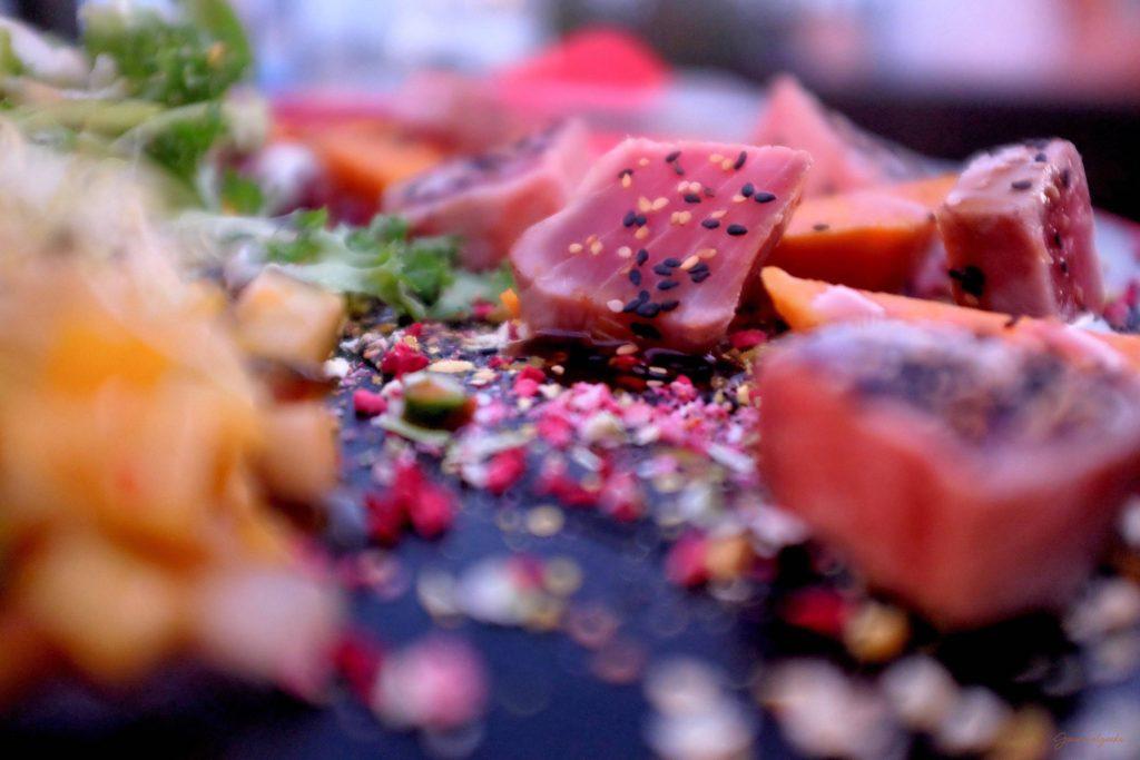 Thunfisch mit Teriyaki Soße und gerösteten Gewürzen