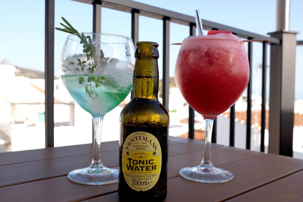 Alkoholfreier Wassermelonen Cocktail und Gin Tonic