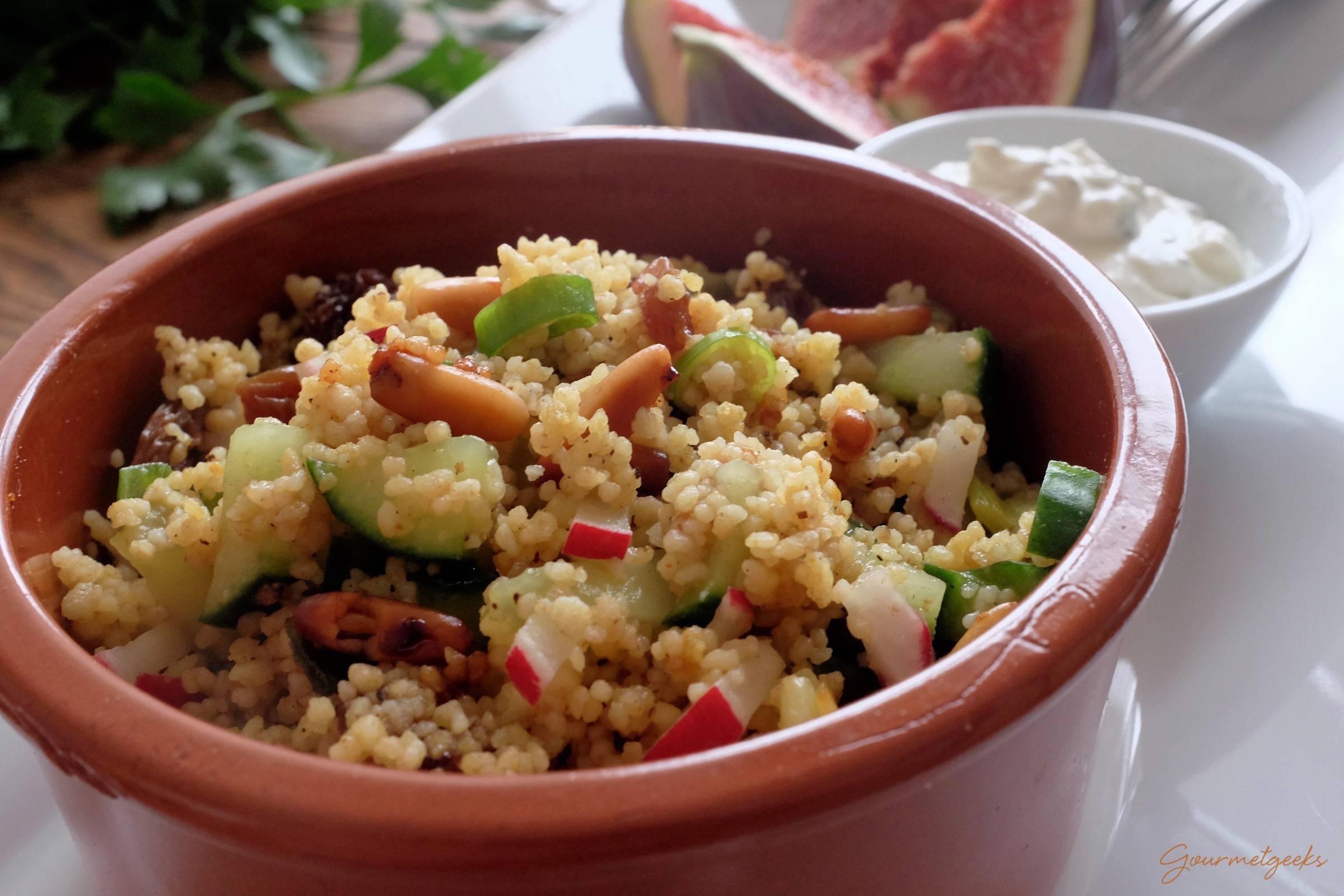 veganer couscous salat mit ras el hanout einfach schnell und lecker gourmetgeeks. Black Bedroom Furniture Sets. Home Design Ideas