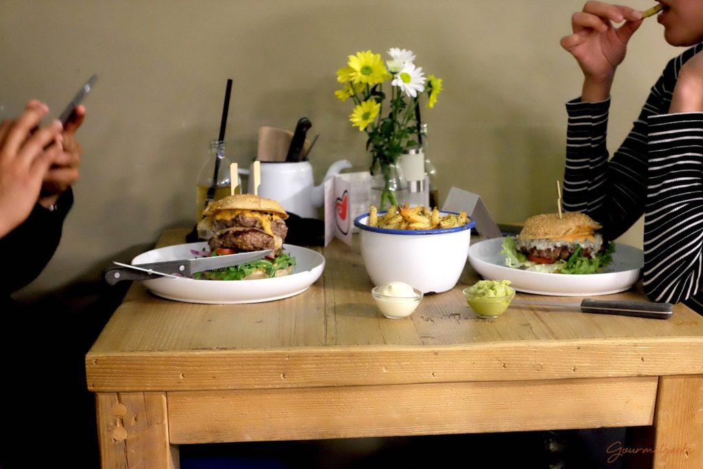Gemütlich Burger essen im Tofino