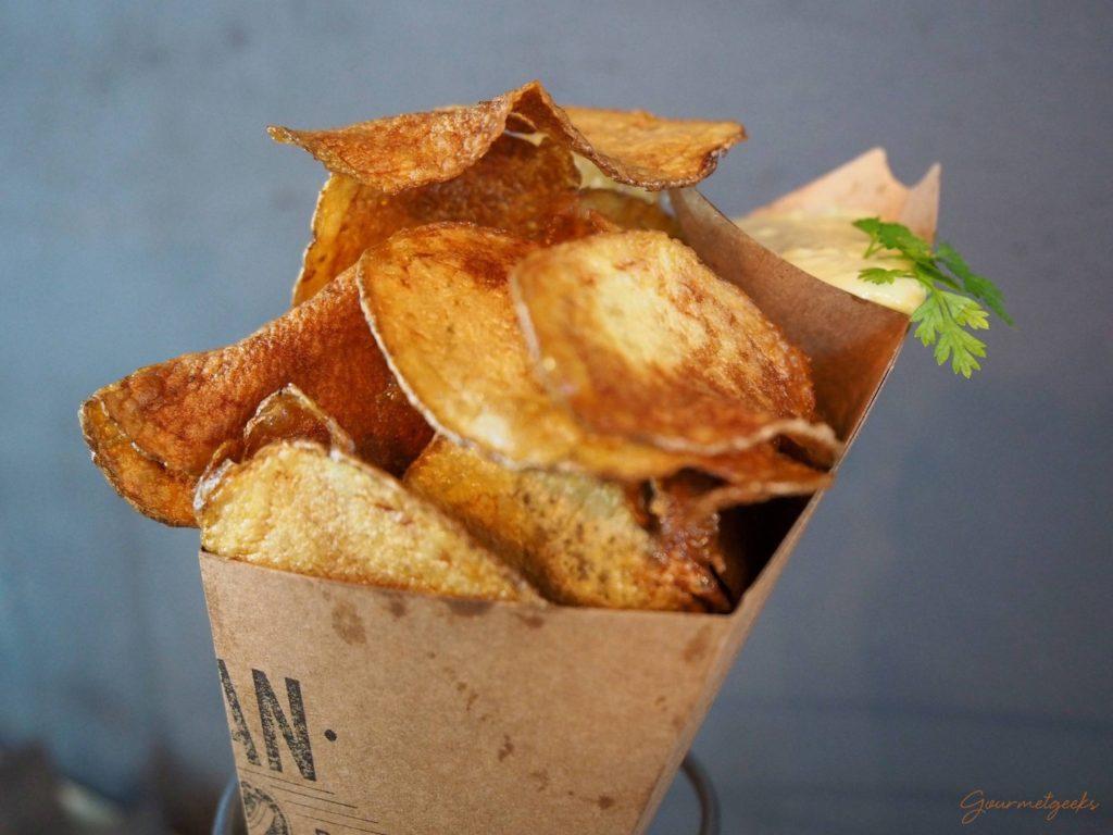 Selbstgemachte Chips mit Dip - lecker