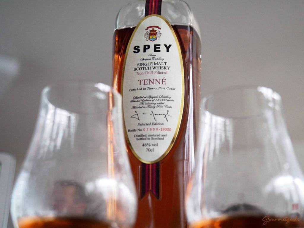 Dunkel im Glas und und der Flasche: Tenné von Speyside Distillery mit Finish in Twany Port Fässer