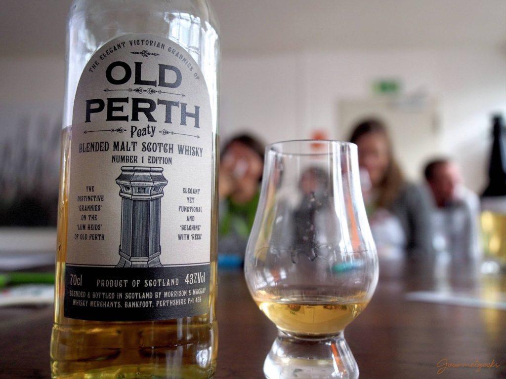 Der Dritte im Bunde, aber der erste rauchige: Old Perth Blended Scotch Whisky