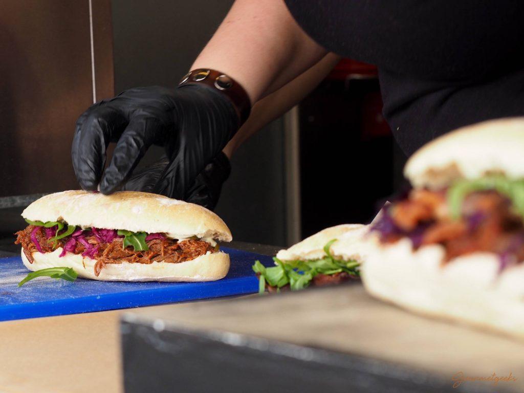 Zum Niederknien: das Pulled Beef Sandwich