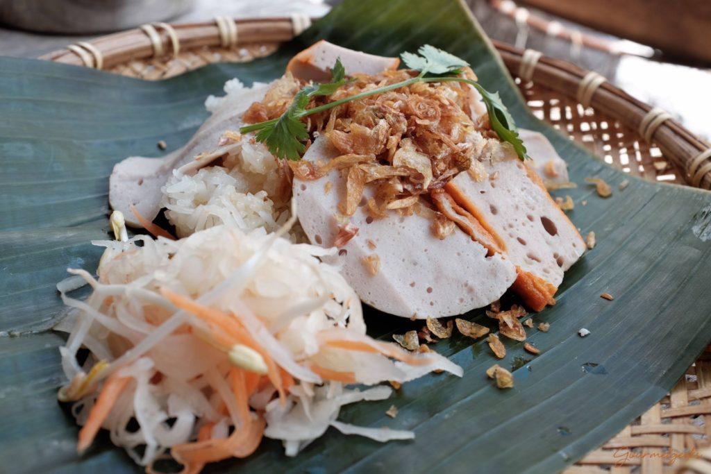 Xoi - Sausage - Klebreis mit Röstzwiebeln vietnamesischer Mortadella & Krautsalat