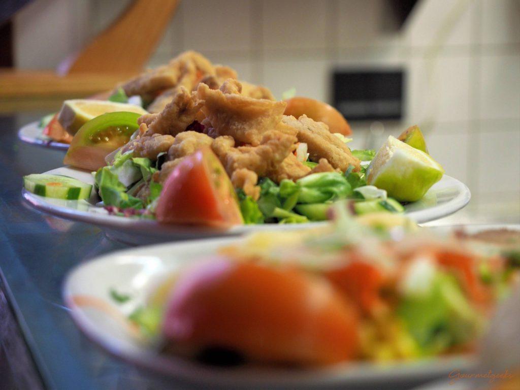 Salate und Meeresfrüchte