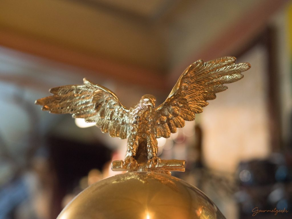 Adler auf der Elektra Kaffeemaschine