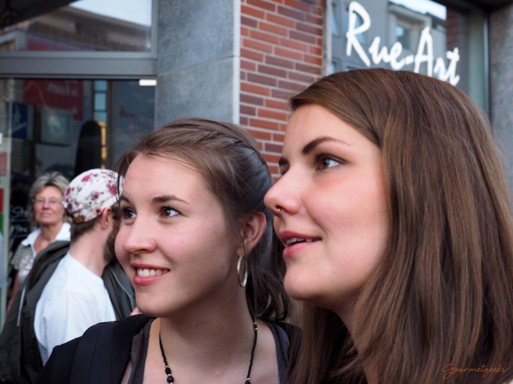 Giulia & Carla lauschen