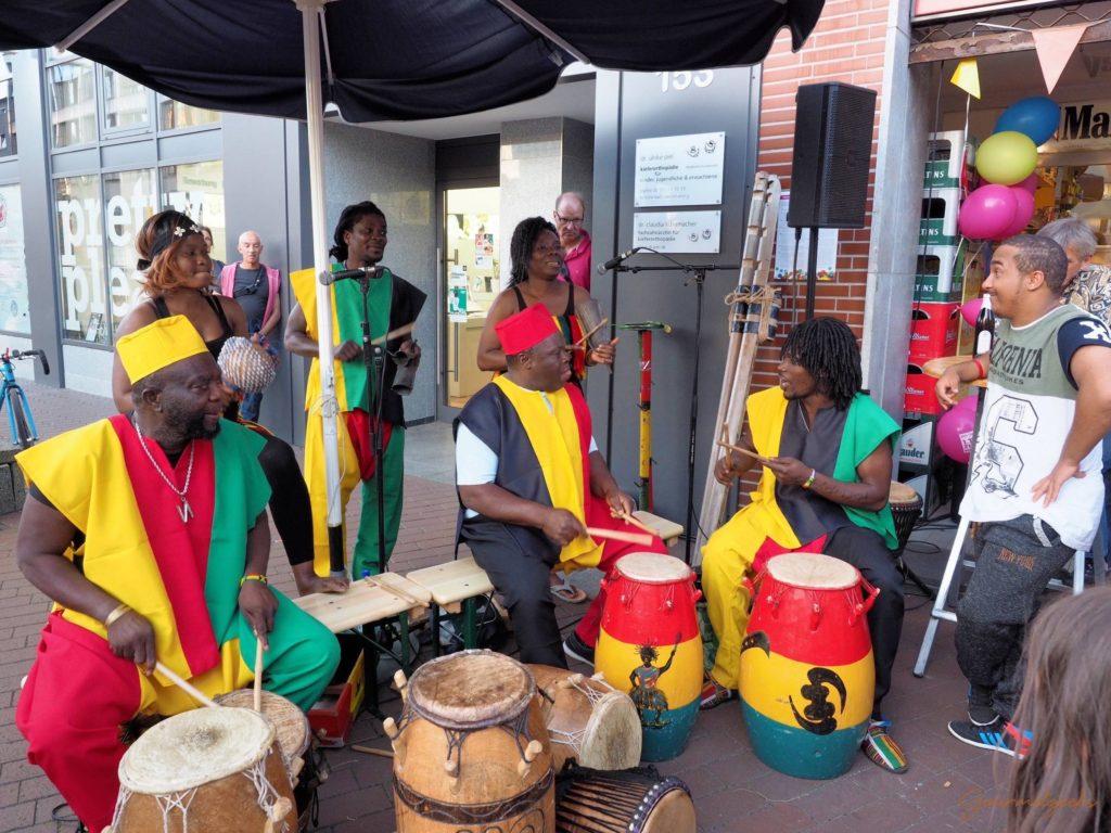 Die Otumfuo Band sorgte mit Trommelmusik und Tanz für gute Stimmung