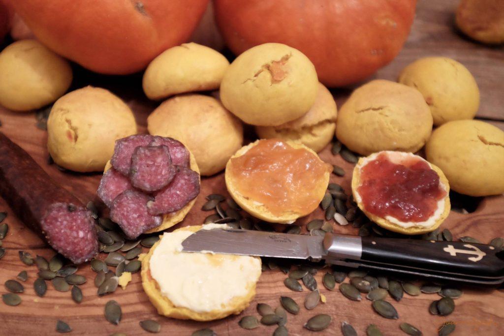 Übrigens schmecken die Scones auch sehr gut mit einer würzigen Wurst!