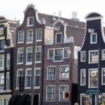 Die tanzenden Häuser - Postkartenmotiv