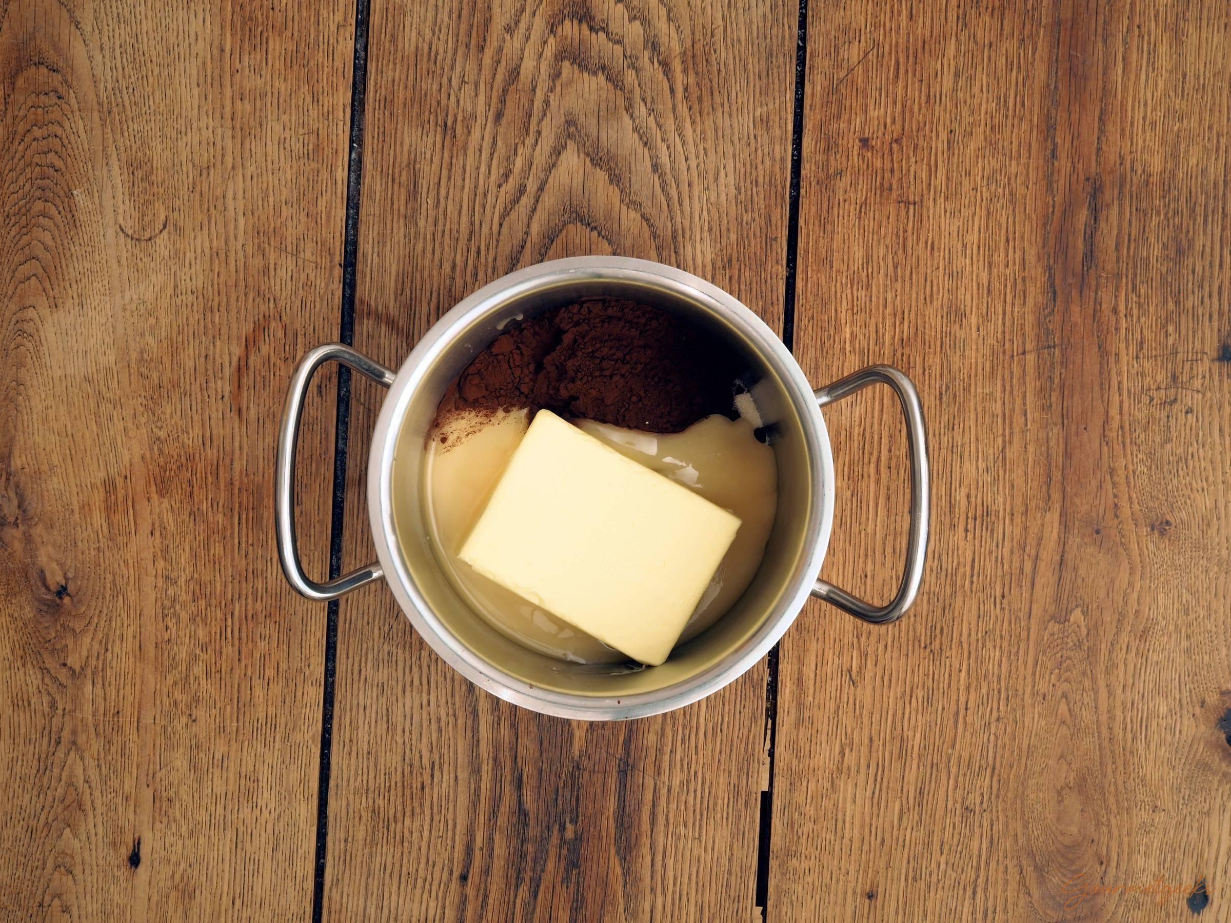 Butter, Zucker, Honig und Kakao in einen Topf geben...