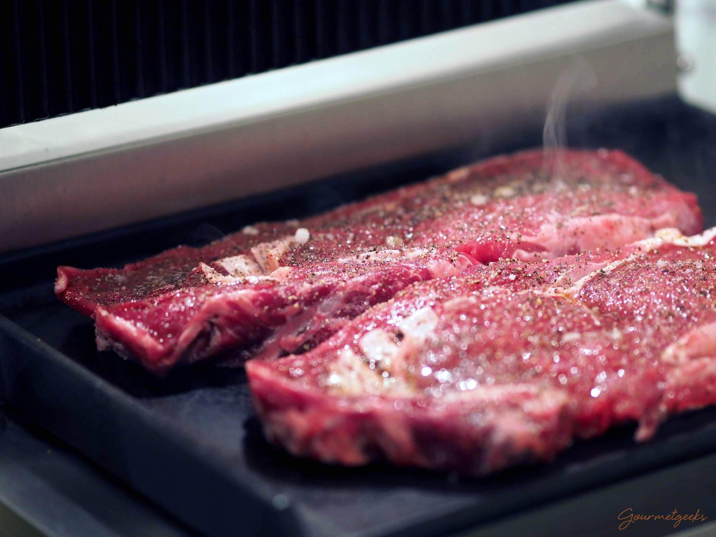 Die Steaks ab auf den Grill