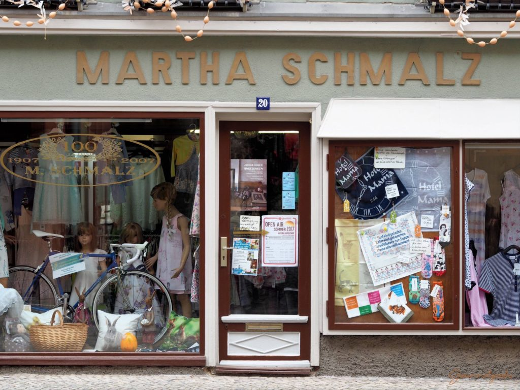Textilwaren Martha Schmalz - positivst aus der Zeit gefallen