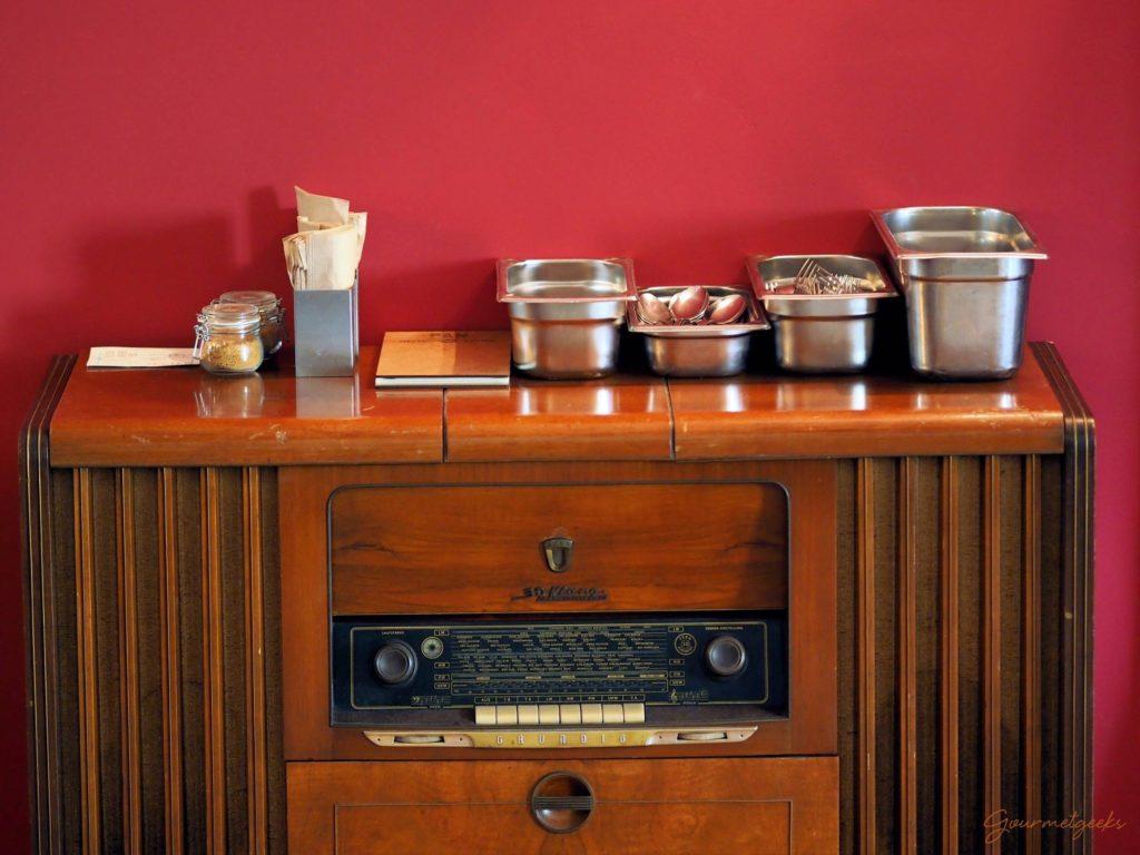 Besteck & Radio