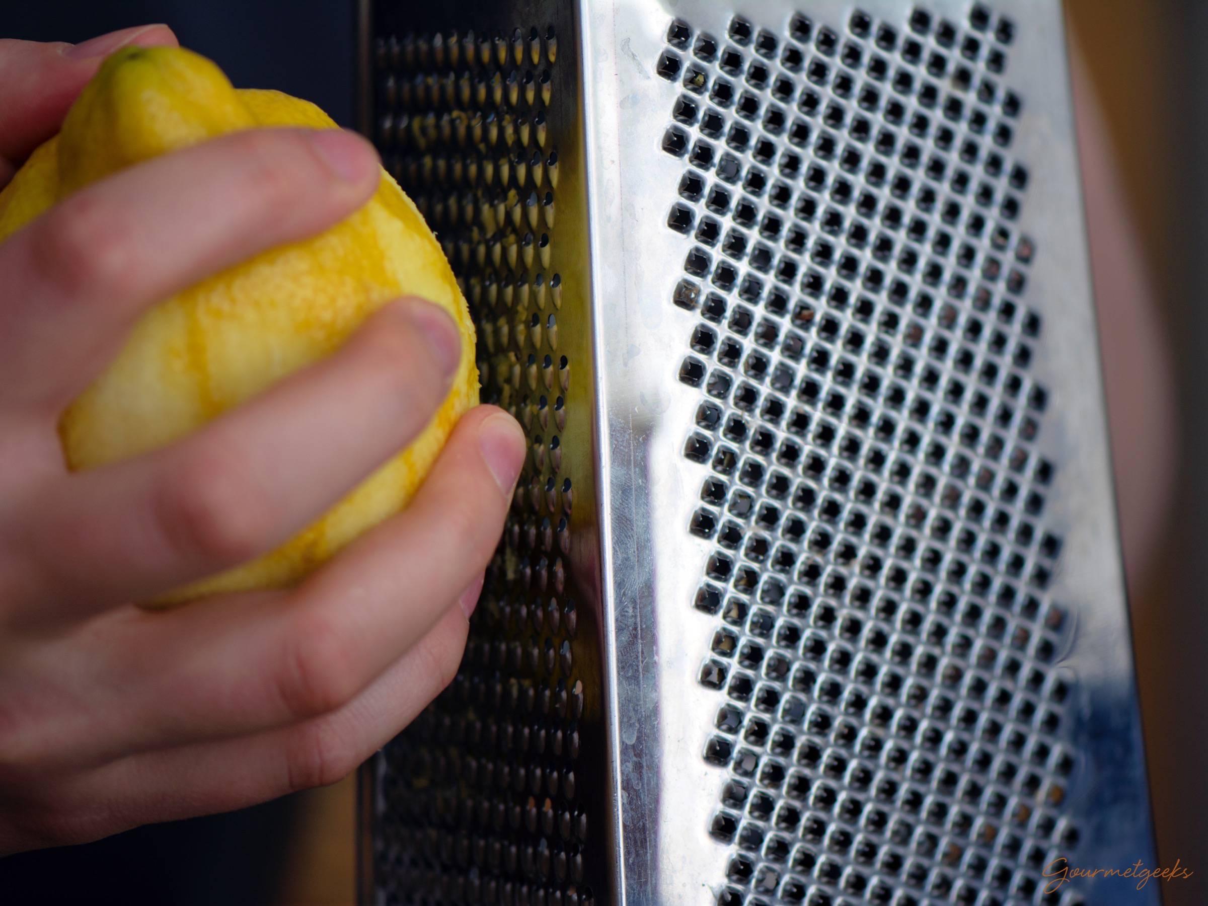 Los geht's: Zitronen reiben!