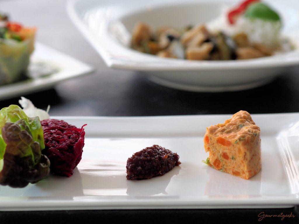 Möhrentaler mit rotem Ingwer und Rote Beet Salat (v)