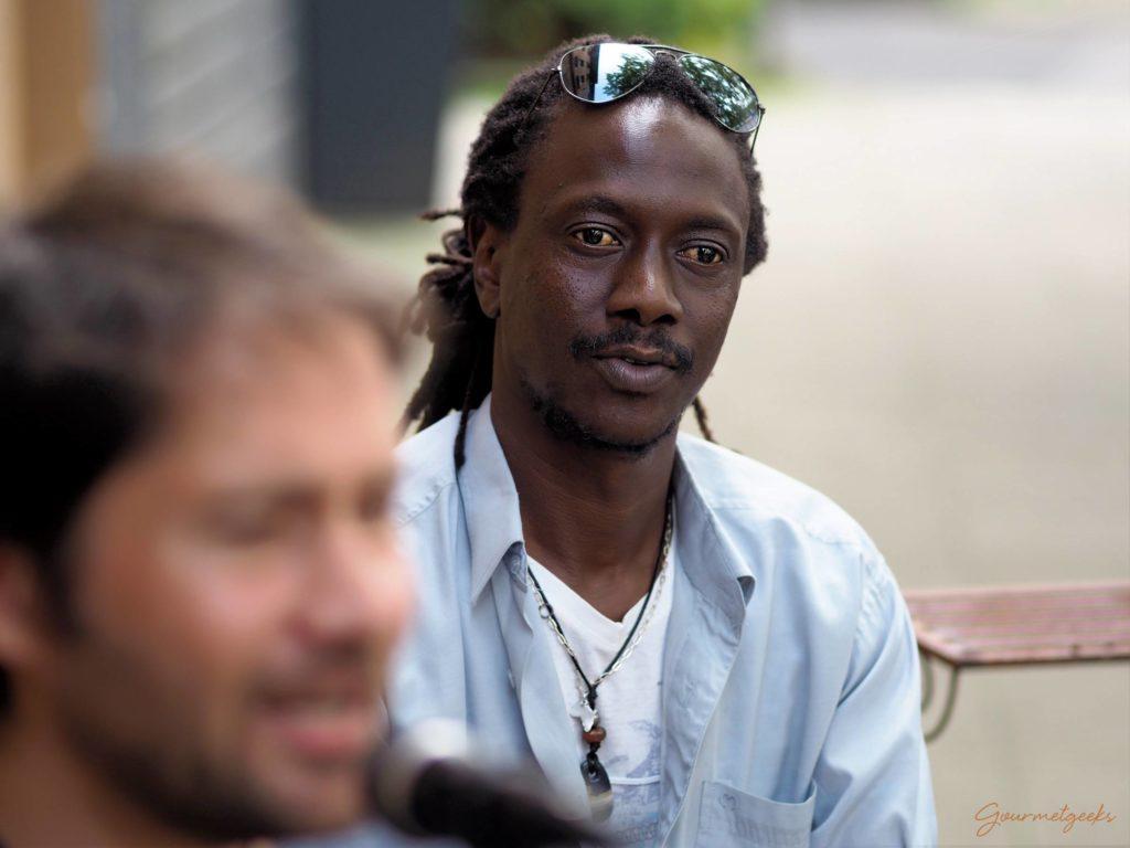 Der Mann an der BongoDer Mann an der Bongo