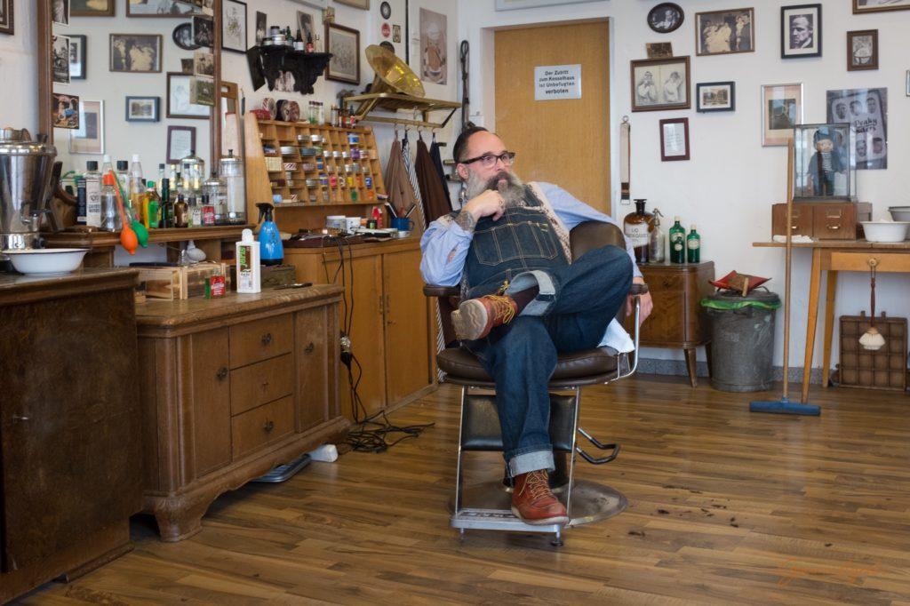 Guido und sein Barbiershop