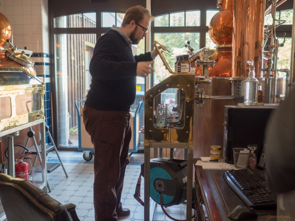 Master Distiller Alexander Buchholz am Spirtit-Safe