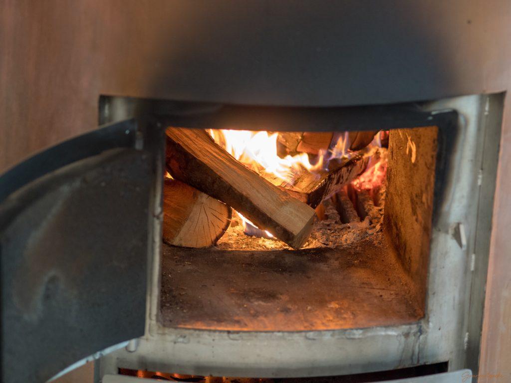Gebrannt wird auf Holzfeuer