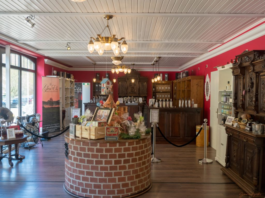 Der stilvolle Eingangsbereich, mit Shop und Tasting Bereich